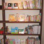 宿の本棚はこんな感じに