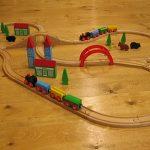 木の電車で遊ぼう