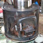 昔から使われている薪ストーブはマメな煙突掃除が必要です